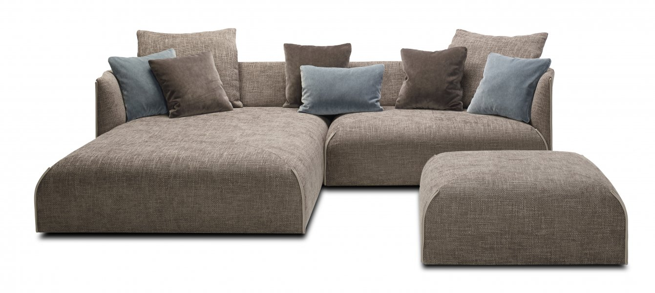 JORI | A high-end, inviting sofa with a bohemian and a cosy nesting character.