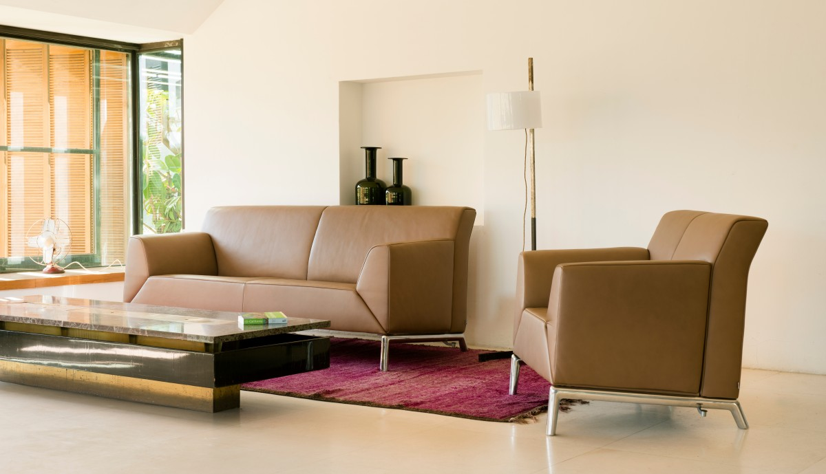 Pacific | Sofas | Product | Fabric & leather furniture | JORI